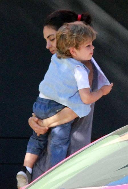 Мила Кунис с сыном