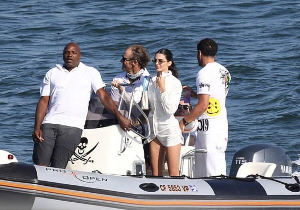 Кендалл и Кайл на яхте