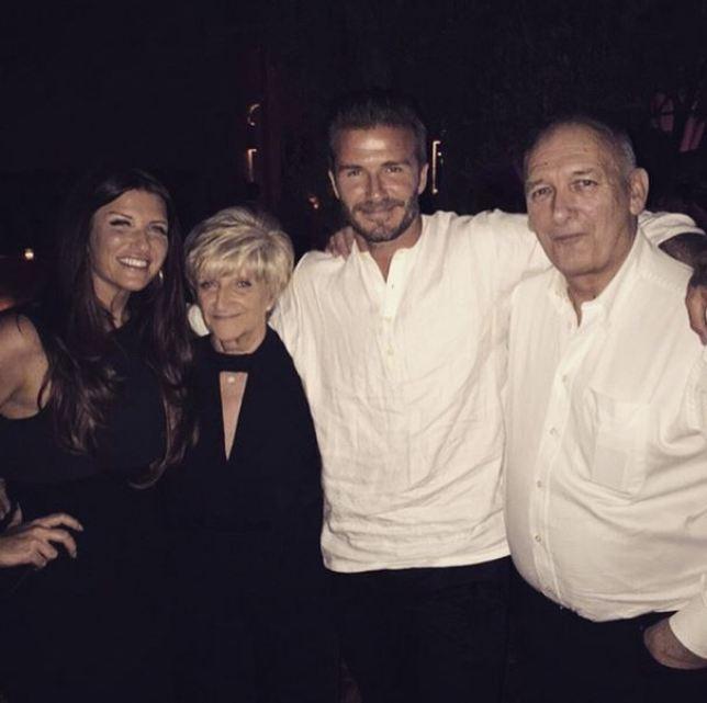 Дэвид Бекхэм с родителями и сестрой