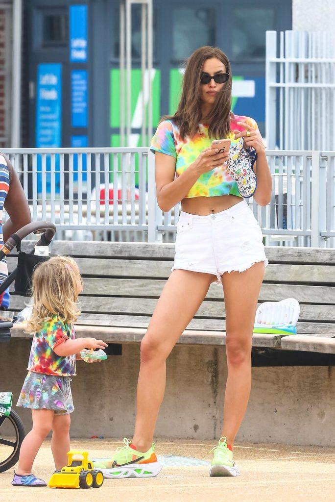Ирина Шейк с дочкой (Фото: legion-media.ru)