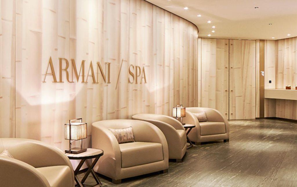 Расслабиться в SPA отеля Армани, где есть единственный в городе бассейн с видом на достопримечательности.