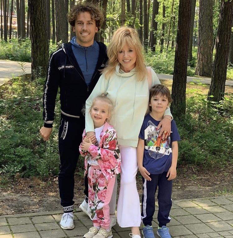 Максим Галкин, Алла Пучева с детьми