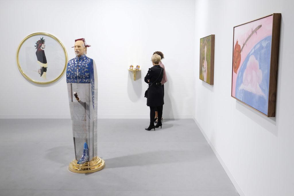 Посетить Art Basel Miami Beach и пополнить свою коллекцию современных произведений искусства.