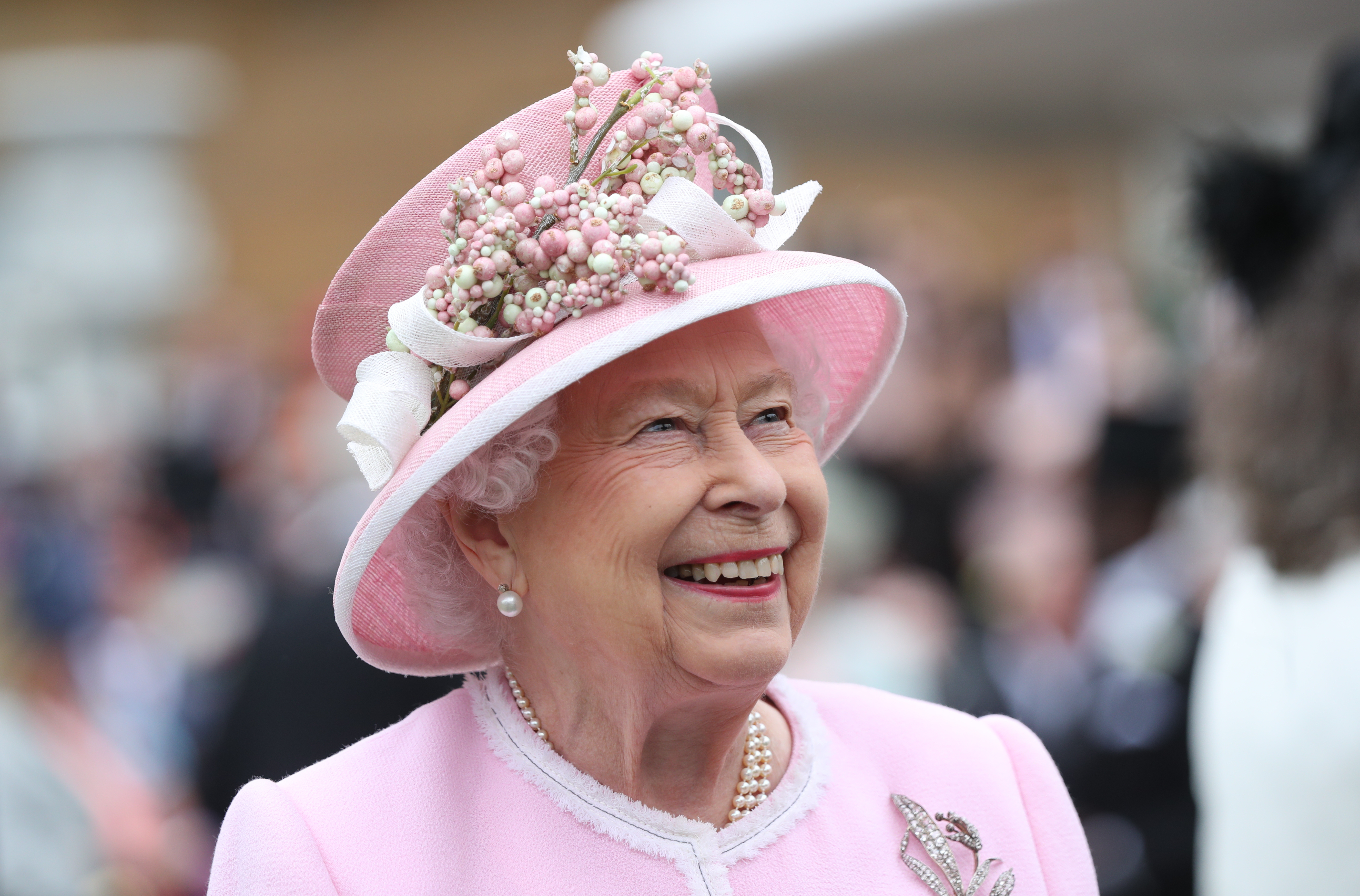 Первый выход Елизаветы II после отказа Меган Маркл и принца Гарри от звания членов королевской семьи