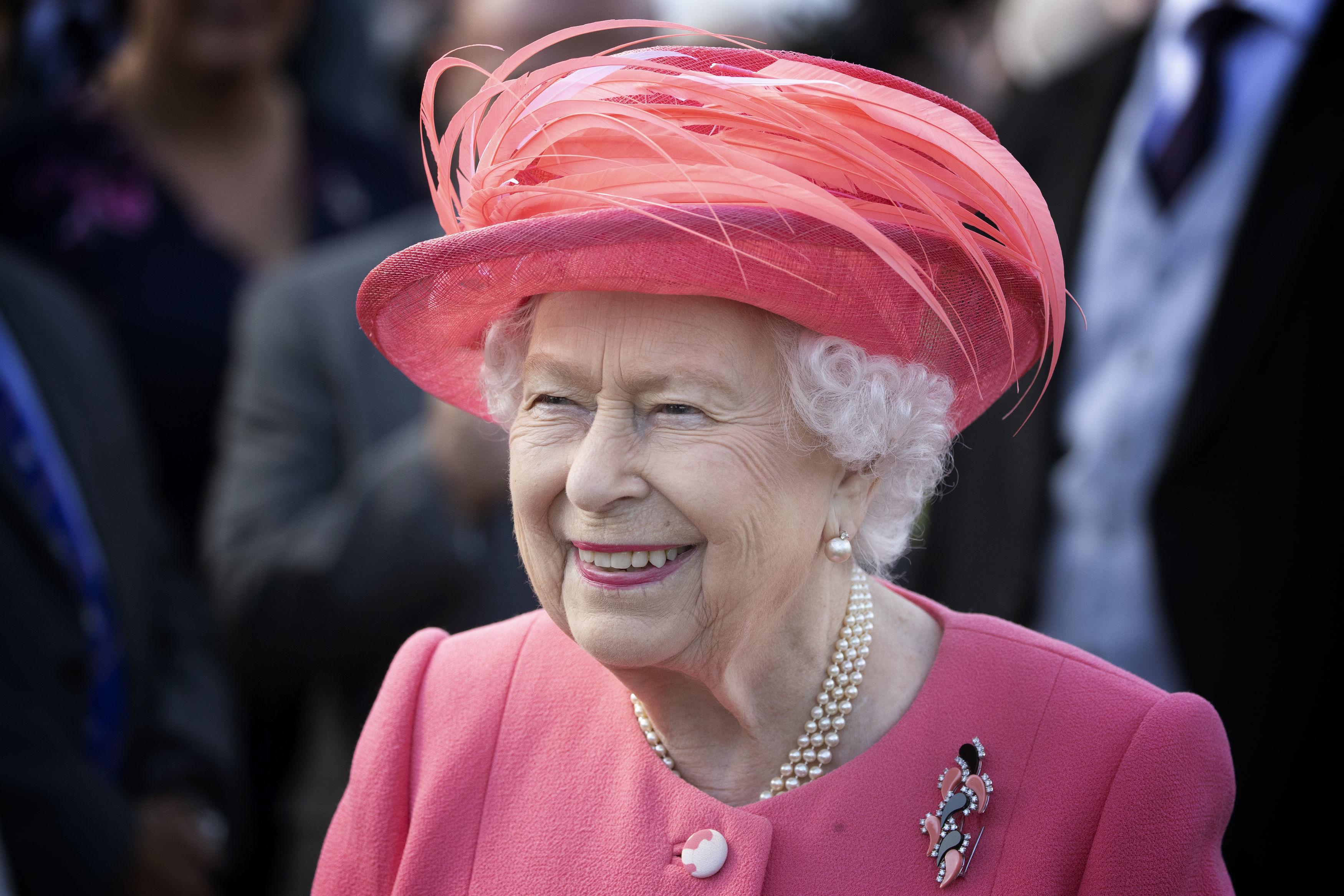 Сколько стоит содержимое косметички Елизаветы II?