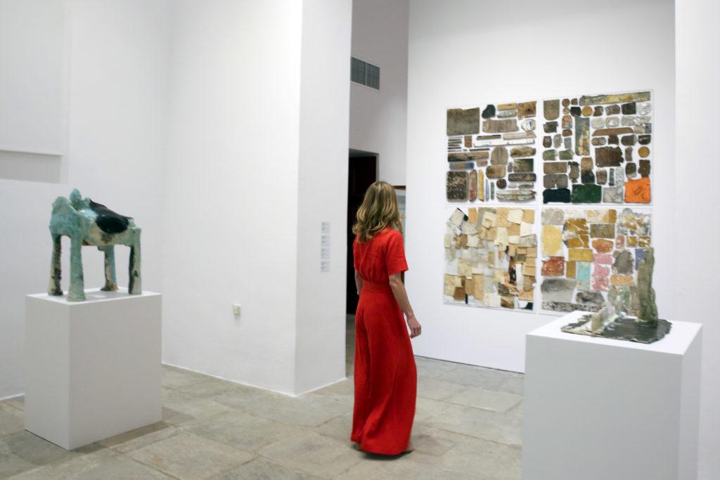 Оценить экспозиции The Museum of Modern Art и Metropolitan Museum, в которых собраны шедевры живописи, скульптуры и дизайна.