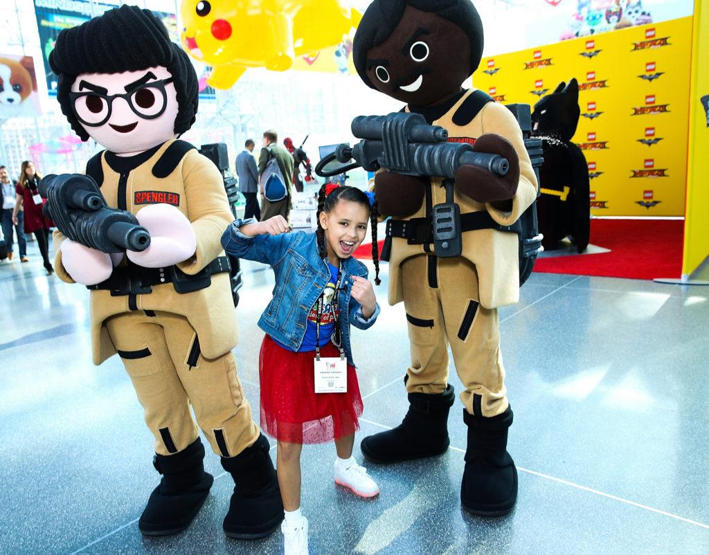 Посетить Toy Fair New York – международную выставку детских игрушек.