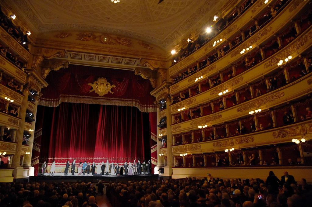 Провести вечер в царской ложе Ла Скала, наслаждаясь итальянской оперой.