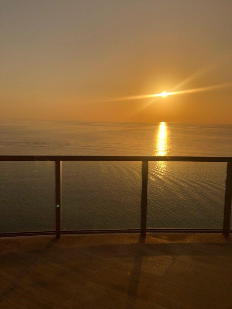 Встретить рассвет в пентхаусе на 27 этаже The St. Regis Bal Harbour