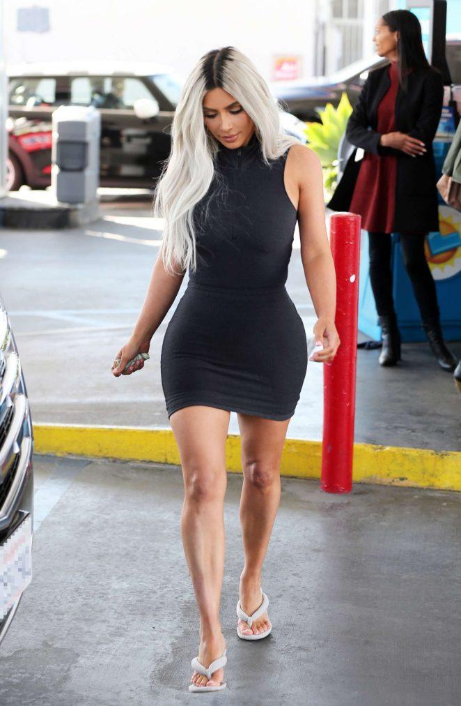 Лучшие выходы Ким Кардашьян в мини-платьях