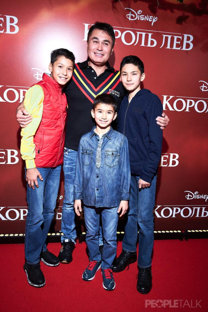 Арман Давлетяров с детьми