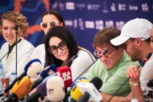 Вера Брежнева, Алена Шишкова и Юлия Барановская на открытии фестиваля «Жара» в Баку
