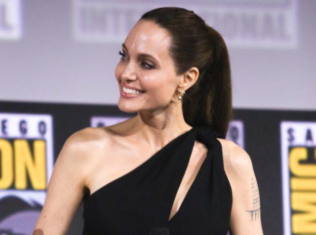 Джоли сыграет супергероя в новом фильме Marvel