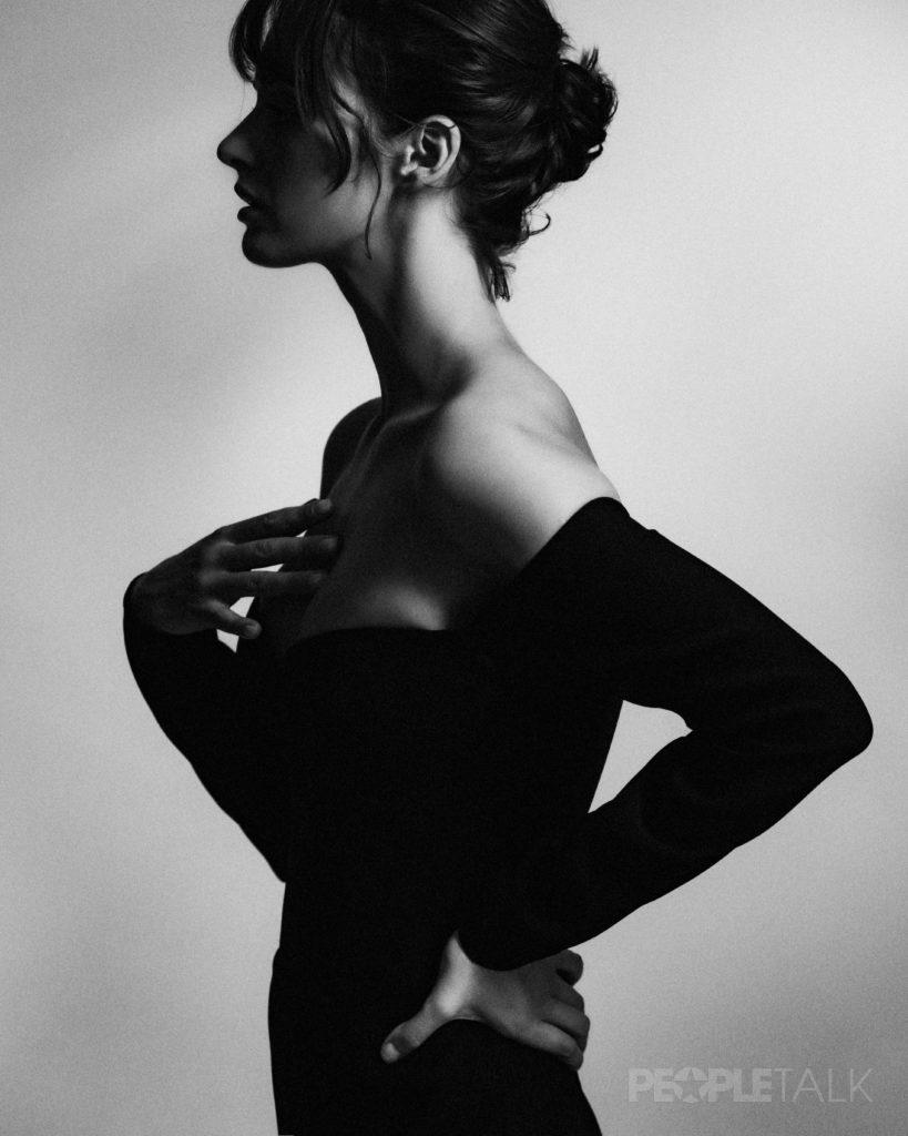 8s4a2089 final 1 819x1024 - Очень красивый эксклюзив: Ольга Зуева о том, что сделает тебя на 10 лет моложе, и о главных ошибках в макияже