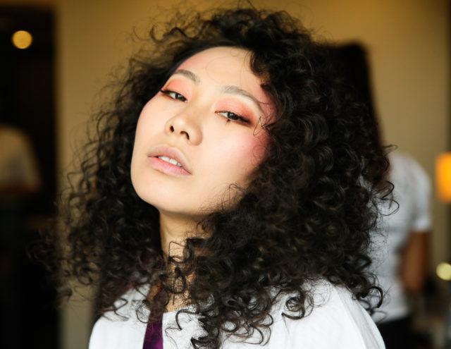 Одежда, косметика и аксессуары: актриса и певица Ян Гэ запустила собственный бренд