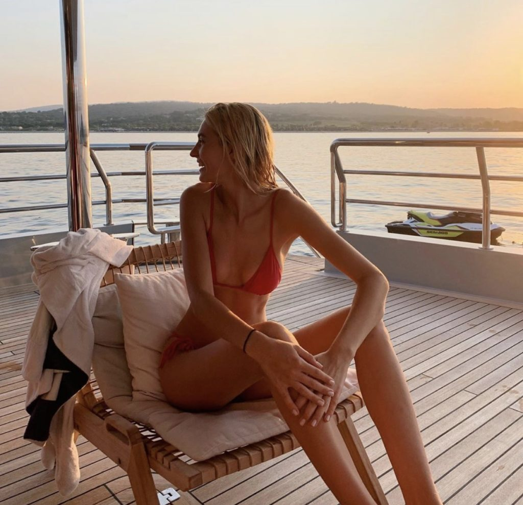Аня Табакова (Дочь российского ресторатора и актера Антона Табакова, а также внучка Олега Табакова)