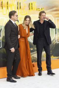 Кто целовался с Брэдом Питтом на премьере «Однажды в ... Голливуде»? Удивился даже Леонардо ДиКаприо!
