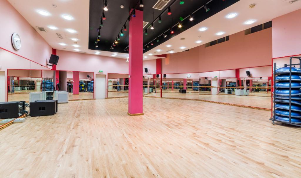 Фитнес клубы москвы недорого с бассейном ночные клубы геометрия оренбург