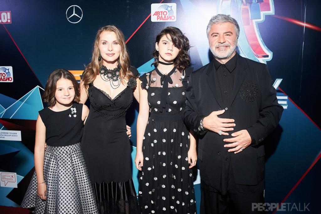 Сосо Павлиашвили с женой Ириной и дочерьми