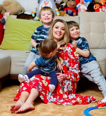 Мария Кожевникова с сыновьями (фото: @mkozhevnikova)