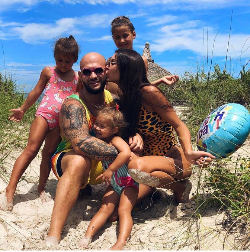 Джиган с Оксаной Самойловой и детьми