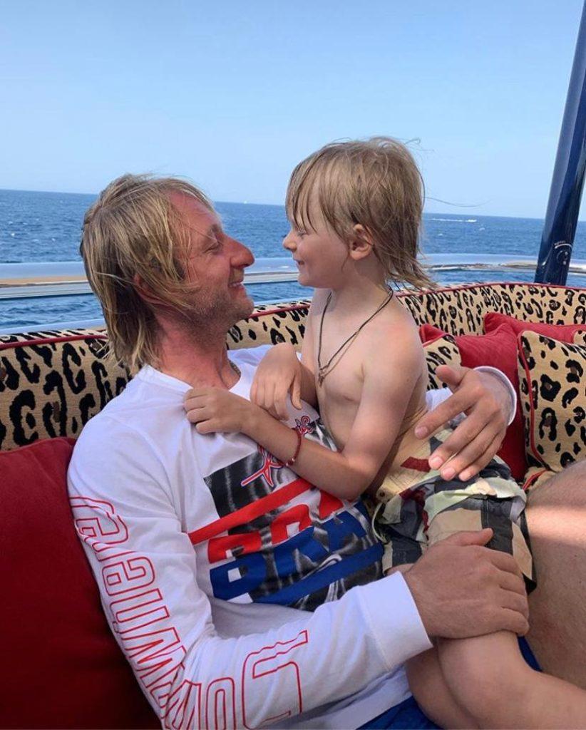Евгений Плющенко с сыном Сашей