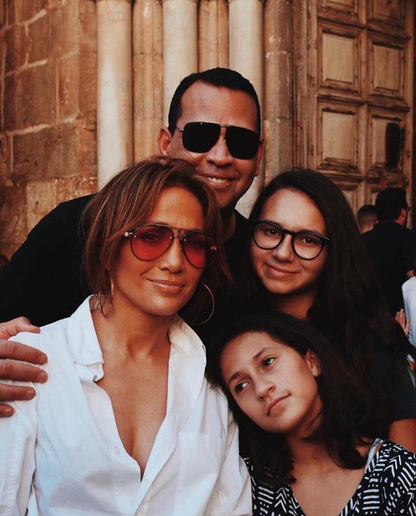 У Дженнифер Лопес 2 детей, а у и Алекса Родригеса 2 дочки