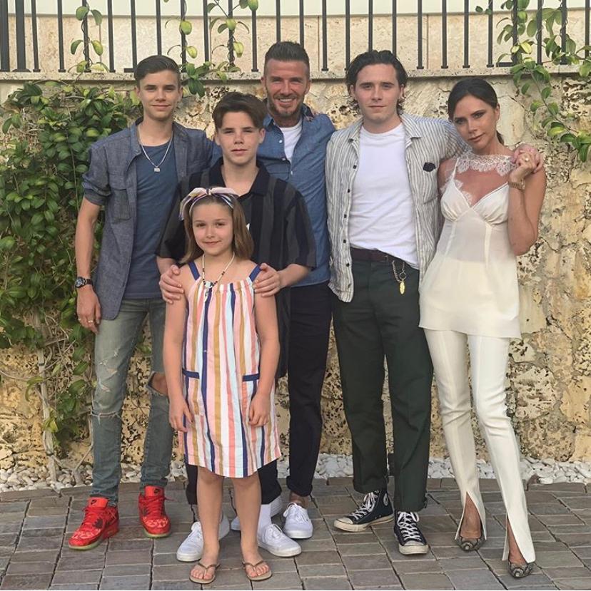 Виктория и Дэвид Бэкхем с детьми