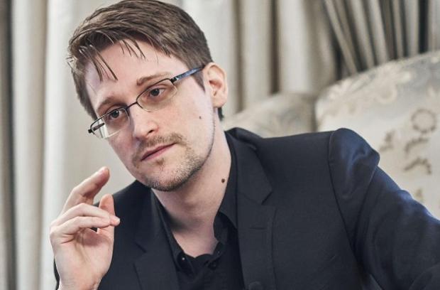 Как сейчас живет Эдвард Сноуден в Росси? Спойлер: он тайно женился и обожает метро!