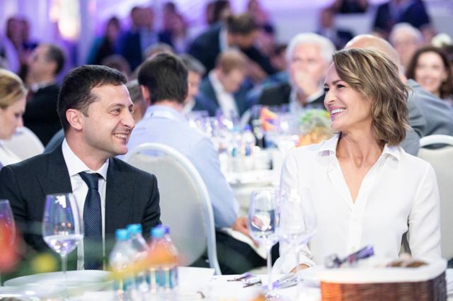 Неожиданно: Владимир Зеленский с женой пообедал с Милой Кунис и Эштоном Кутчером