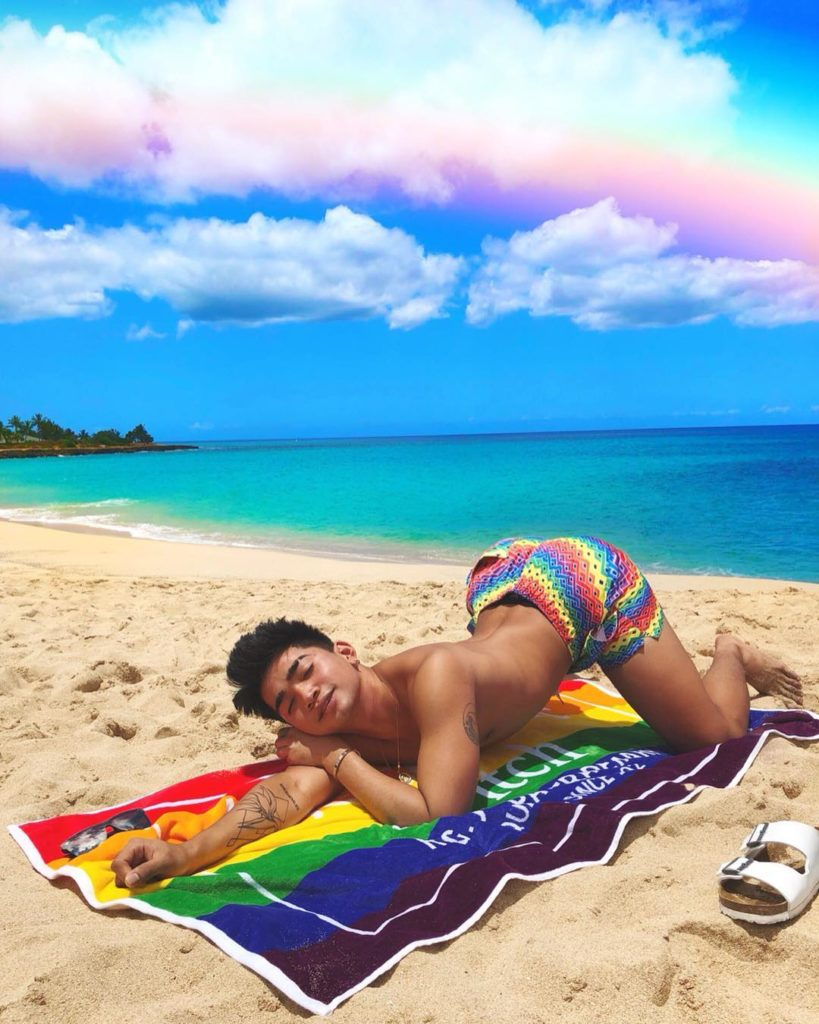 Когда он красится лучше тебя: этот бьюти-блогер взрывает Instagram