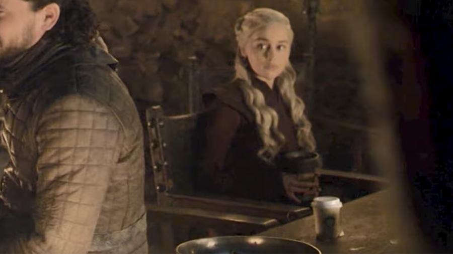 Тайна раскрыта! Кто на самом деле оставил кофе в кадре «Игры престолов»?
