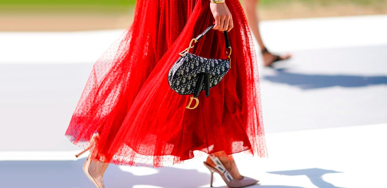 От Dior Saddle Bag до платья Alexander McQueen: 15 винтажных мастхэвов этой осени