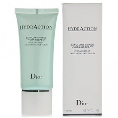 Скраб-эксфолиант с интенсивным увлажняющим эффектом Dior, 1560 р. По текстуре больше напоминает крем с микрогранулами – они как раз мягко отшелушивают сухие частички. Продукт дополнительно увлажняет кожу и поддерживает водный баланс.
