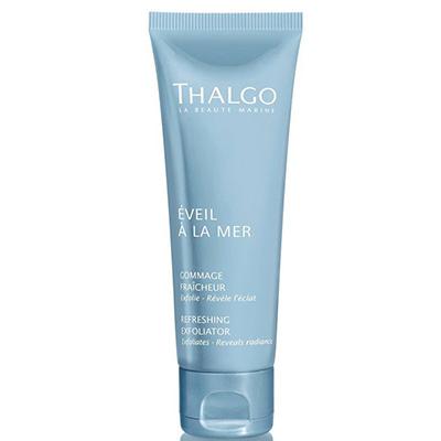 Освежающий скраб для лица Thalgo, 3135 р. Тройной эксфолиант разглаживает и восстанавливает естественное сияние кожи, глубоко и мягко очищает.