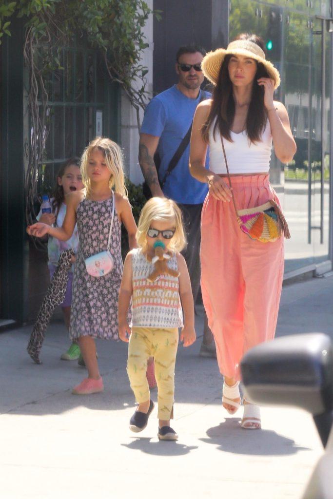 Откровенно: Меган Фокс рассказала, почему ее старший сын носит платья
