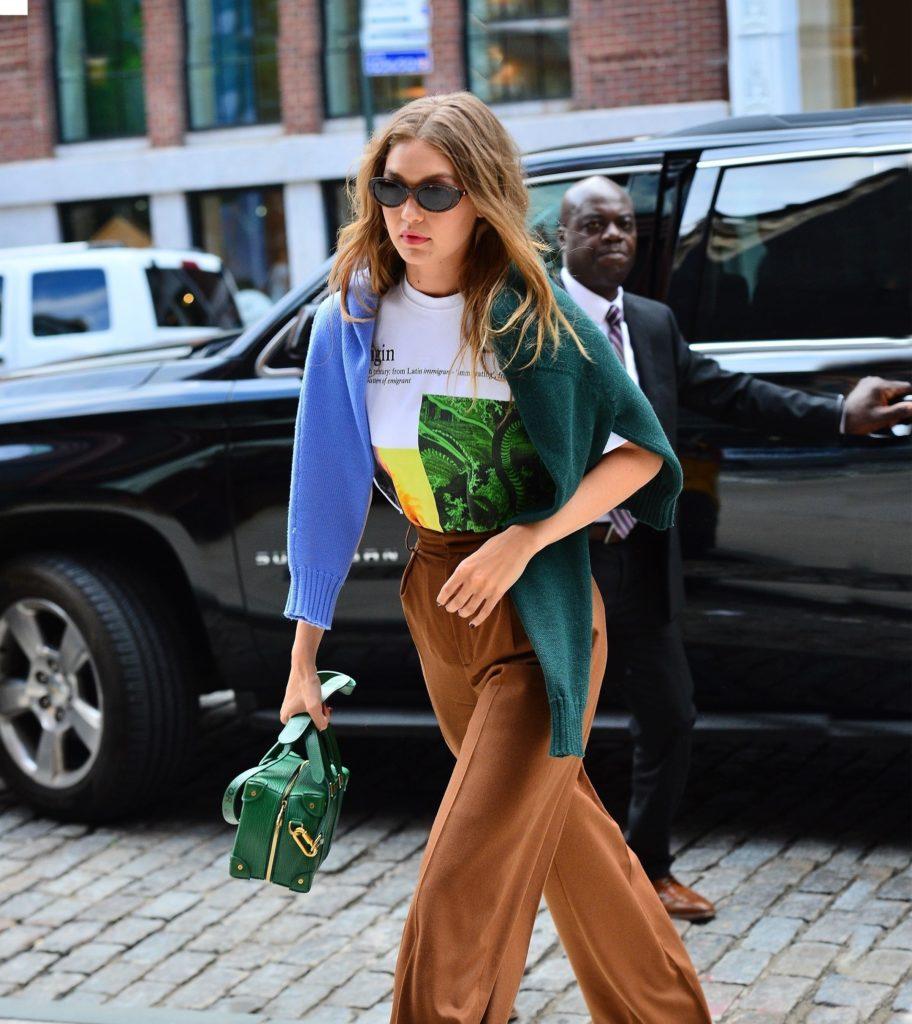 Это семейное! Очень модный выход Беллы и Джиджи Хадид в Нью-Йорке