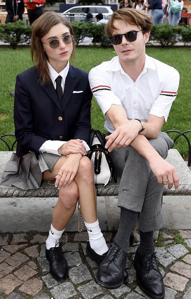 Какая пара! Звезды «Очень странных дел» на свидании