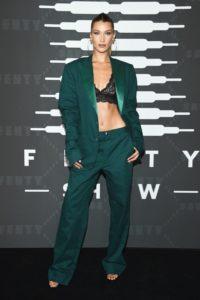Беременная Эшли Грэм в опасном платье на презентации Рианны!