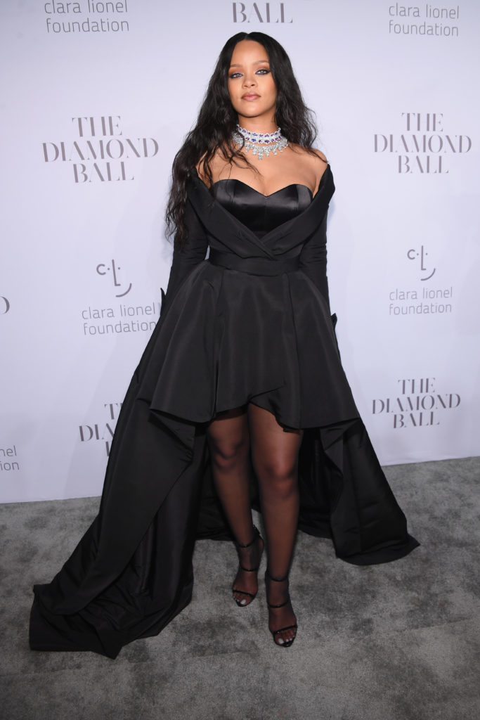 Голосование: выбери самое крутое платье Рианны за всю историю Diamond Ball
