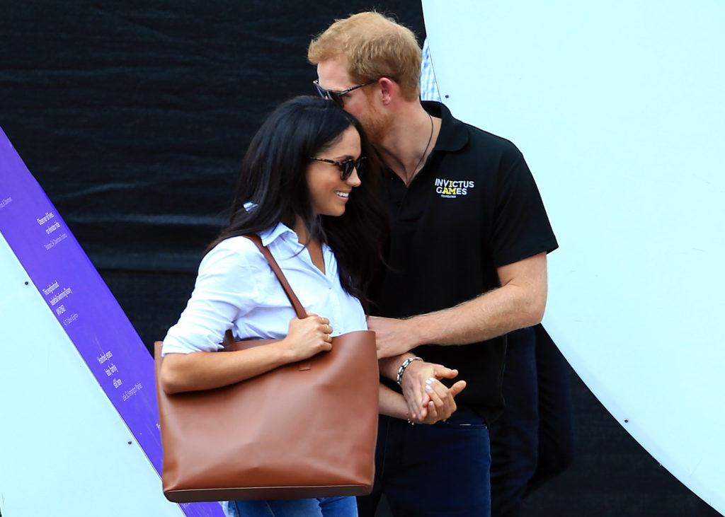 Как мило! Меган Маркл повторила образ первого выхода с принцем Гарри
