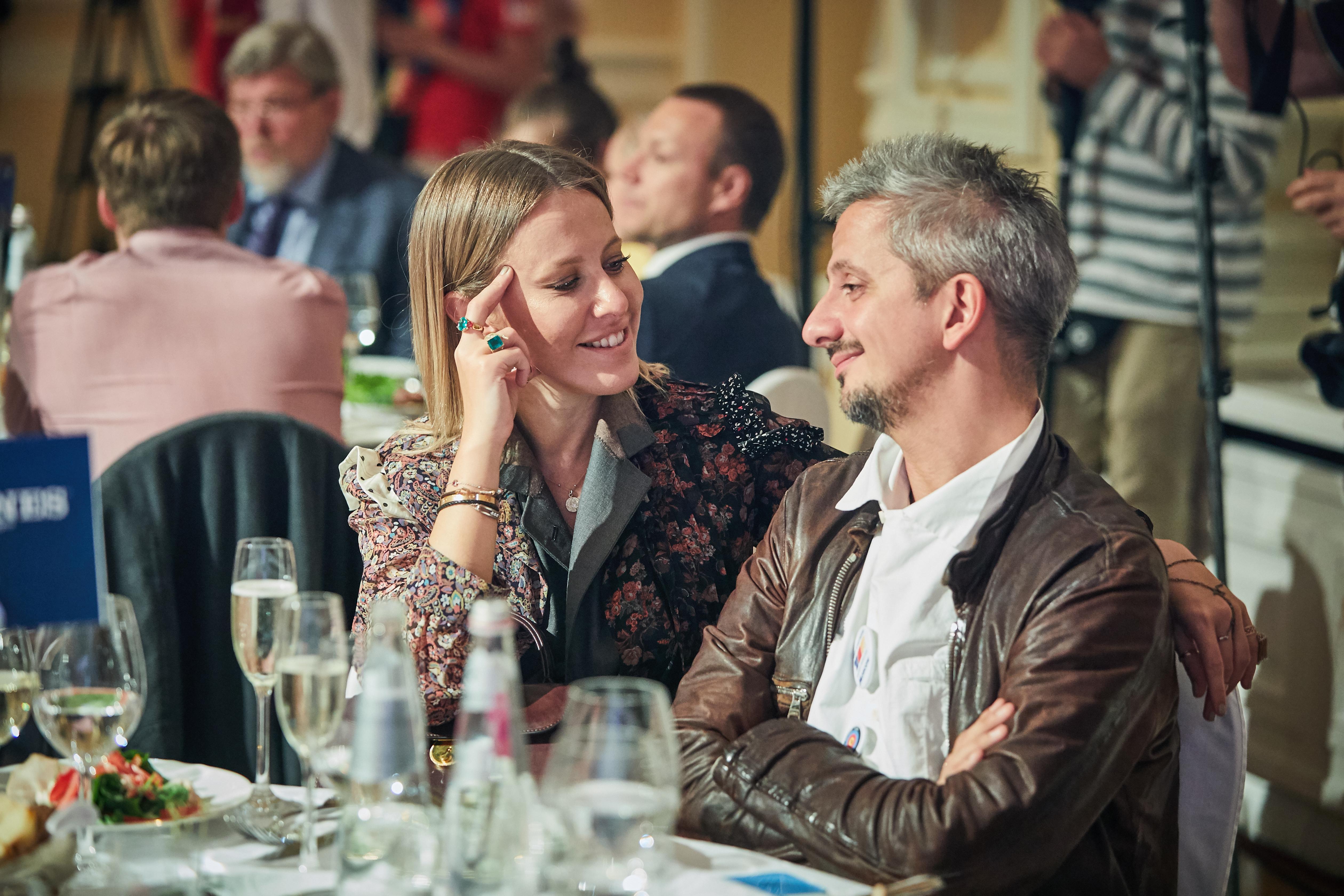 Вот это новости! Ксения Собчак и Константин Богомолов венчаются.