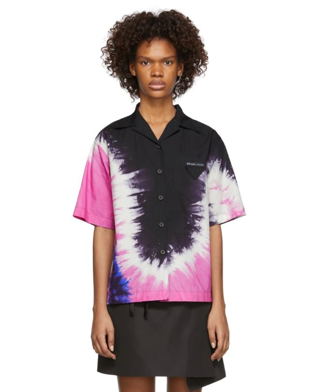 Тай дай тоже пока уходить не собираются. Как и рубашки с коротким рукавом! Prada, $1590 (ssense.com)