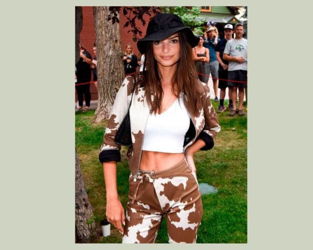 Сколько стоит: брюки Эмили Ратаковски с самым модным животным принтом