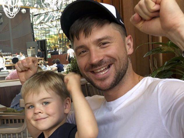 День открытий: Сергей Лазарев показал дочку. И младшего брата