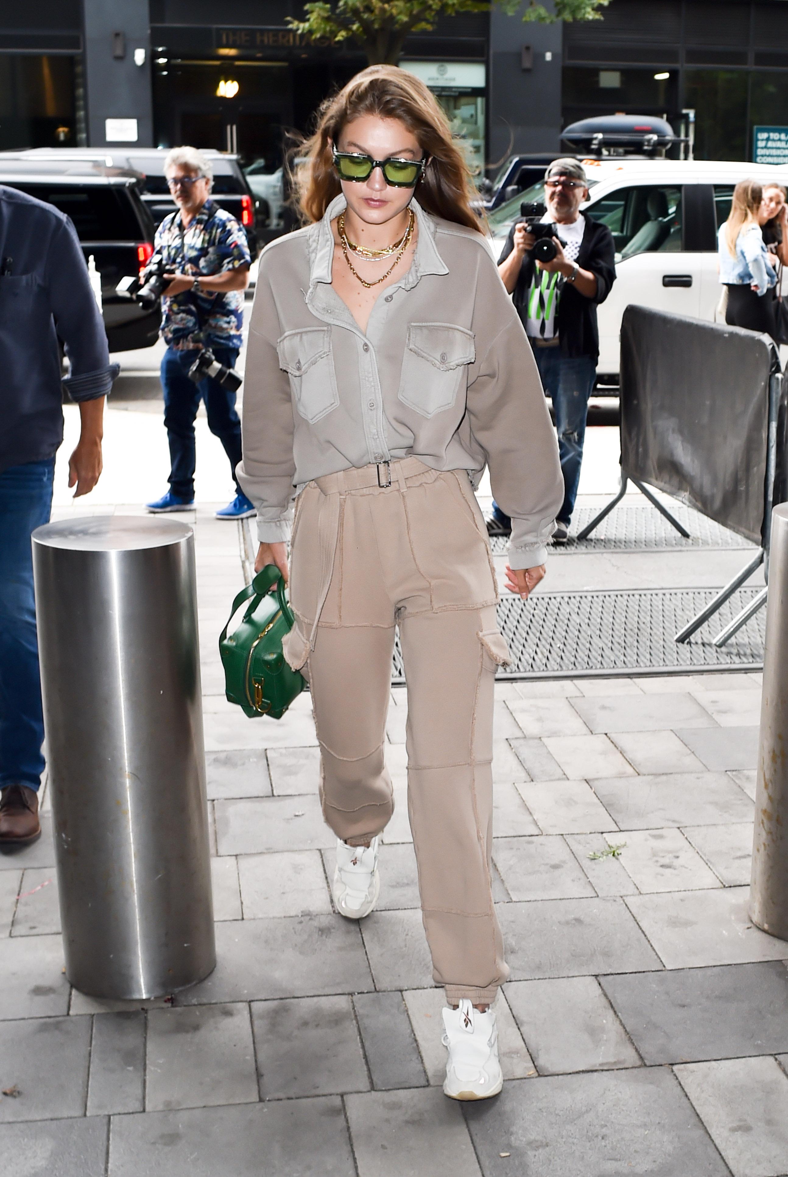 С- стиль! Джиджи Хадид гуляет в Нью-Йорке