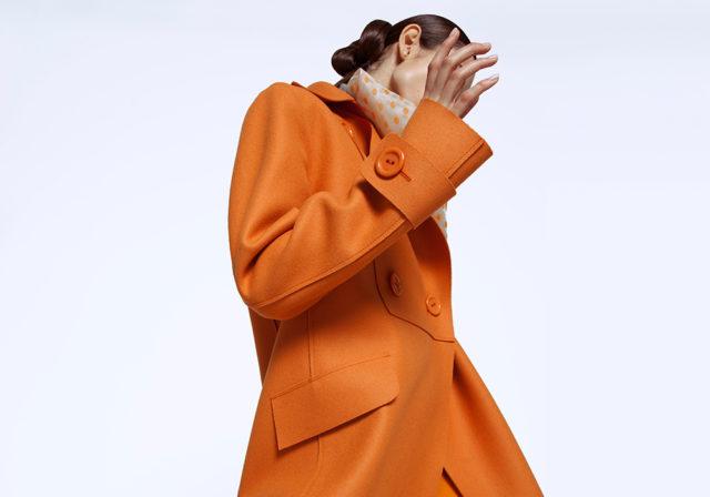 Пальто мечты: длинное, оранжевое и двубортное. Без такого в осень нельзя!