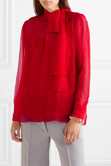 Красный в этом сезоне в тренде. И даже если ты будешь носить красную рубашку с брюками того же оттенка, «перебора» не будет; Valentino, £741 (net-a-porter.com)