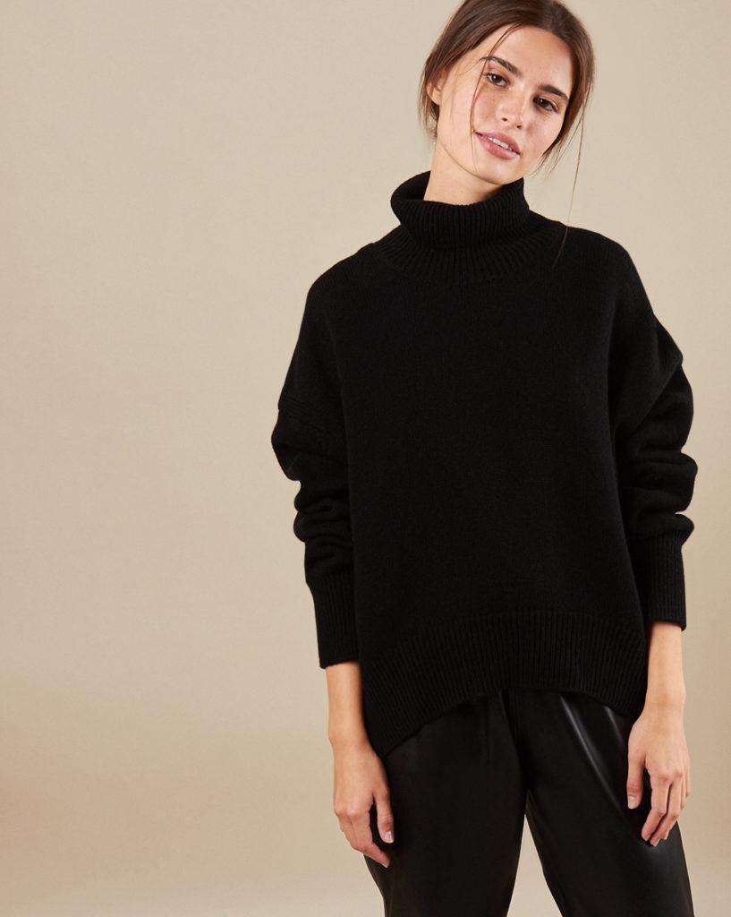 Тепло и уютно: 15 модных свитеров на осень