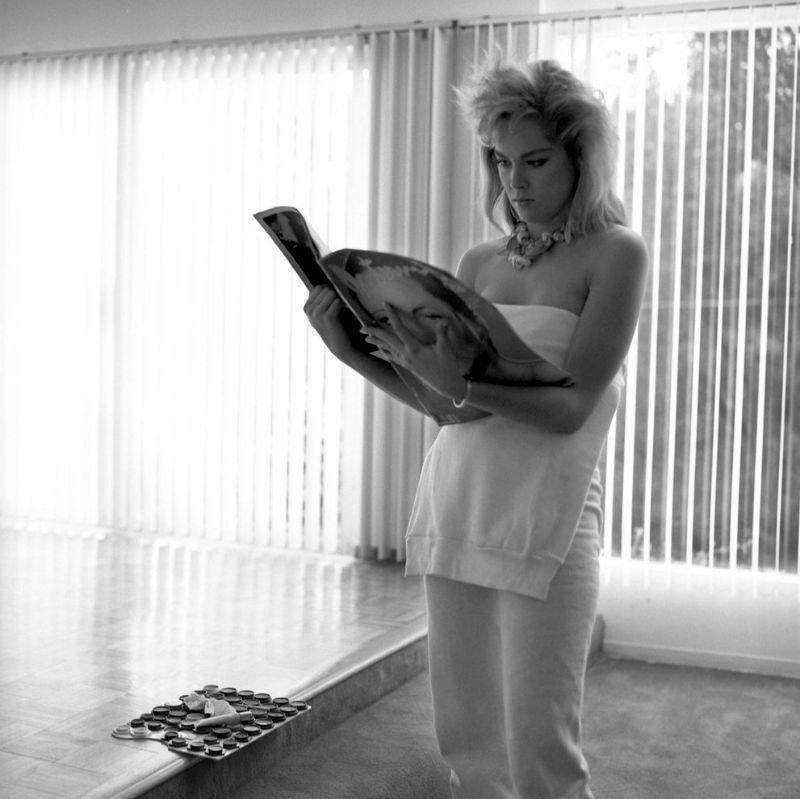 Шэрон Стоун стеснялась своего тела в 20 лет. Как она выглядела?